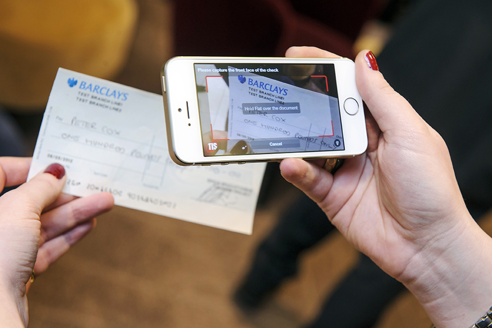 Barclays pilots mobile cheque deposit